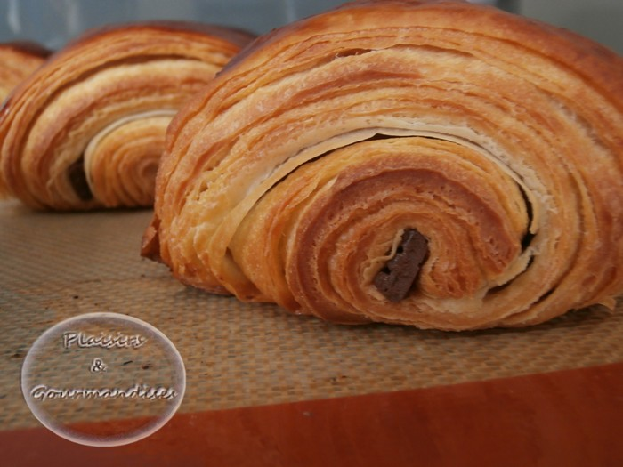 Croissants et Pains au chocolat dans Toile Silpat p2110275