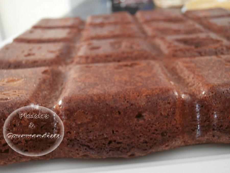 Le moelleux au chocolat dans Moule Tablette p2260334