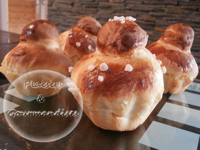 Les brioches à la levure de boulanger dans Empreintes briochette p5180010