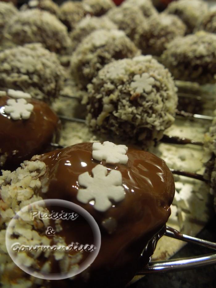 Mignardise enrobées de chocolat et coco pour les fêtes de noël dans Confiseries dscn16421