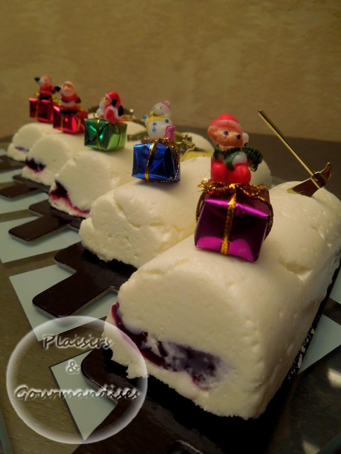 Buchettes de noël : mousse au chocolat blanc et insert fruits rouges dans Empreintes Bûchette dscn1682